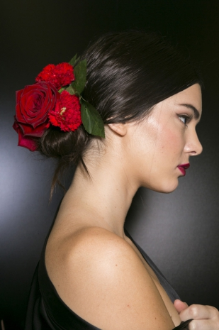 Accessori tra i capelli  la tendenza top per la Primavera Estate ... a097e29b750